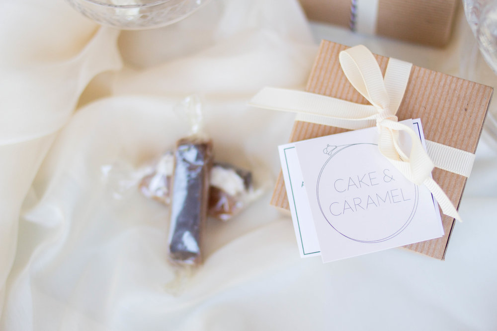 cake and caramel favor