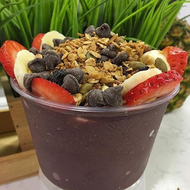 Have you heard about the new spot that opened up in Maxwell Village? @elhuertofosonoma has fresh smoothies, juices, and açaí bowls! Yeah, you heard us right! Go check it out and let us know what you think.