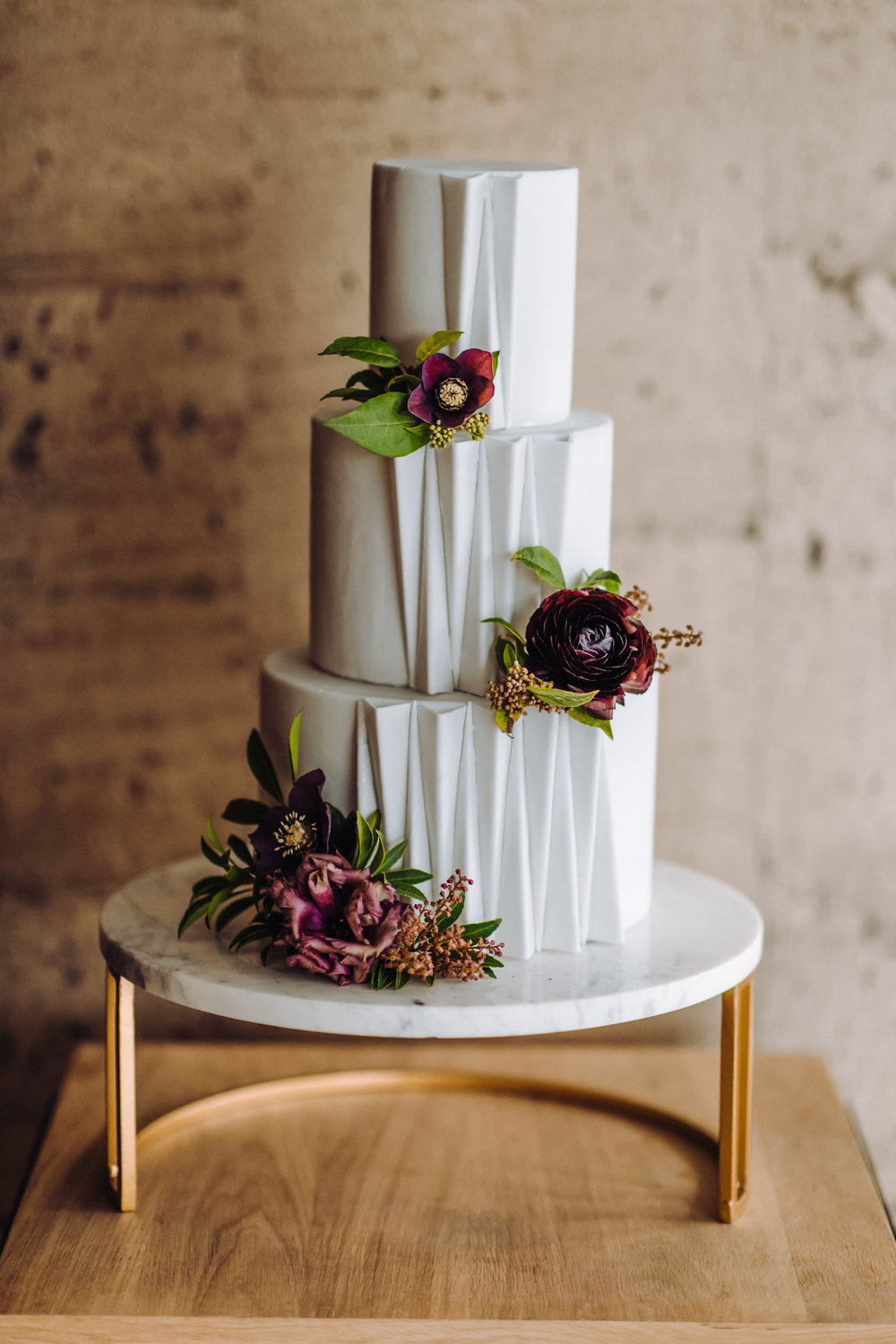 contermporary modern wedding cake