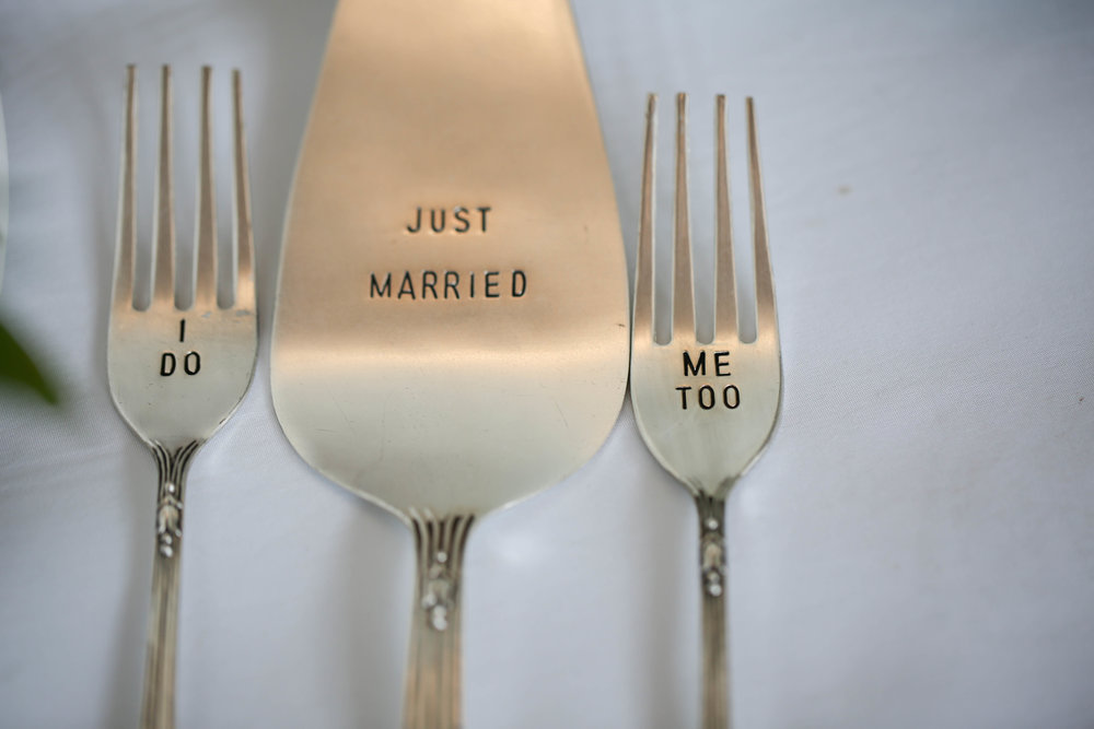 modern wedding cake cutting cutlery