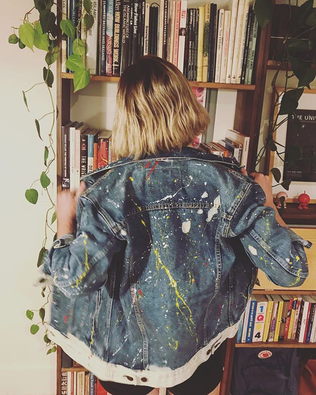 This is a very special jacket from @Levis customized by a very special young girl name Sasha @thesashaprojectla . ❤️❤️❤️ She's strong and creative and on a mission to bring funds and awareness to art therapy programs at Children's Hospital Los Angeles. She's an amazing artist and person and you can read about her in the link in my bio!! ❤️❤️❤️