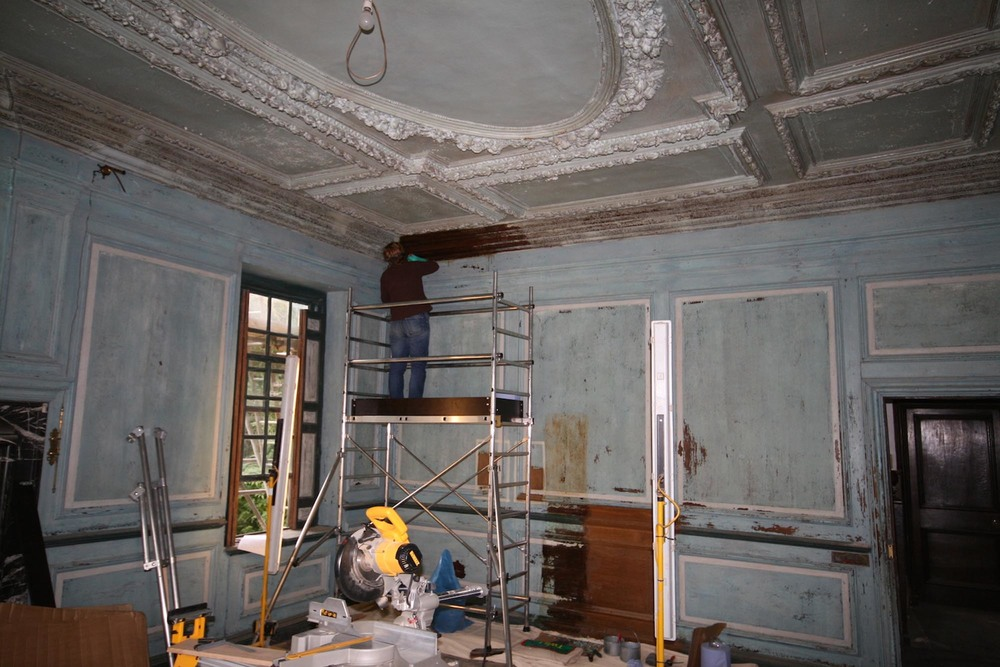 The oak panelled drawing room at groombridge place in kent before restoration