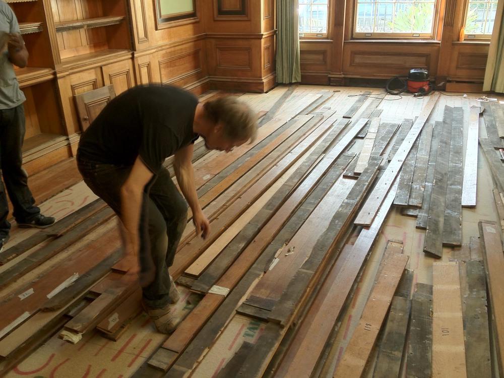 removing an oak floor for restoration