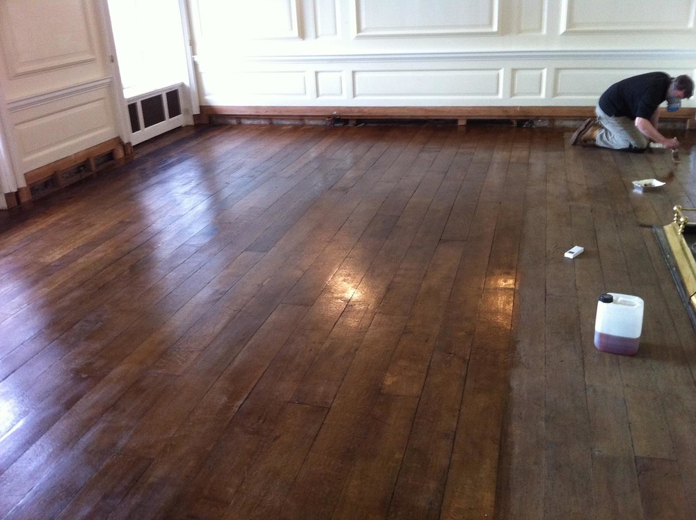 Oak floor polishing by hand without sanding
