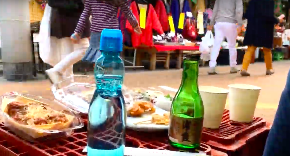 Picnic - Let's eat what we shopped with delicious sake or other drinks