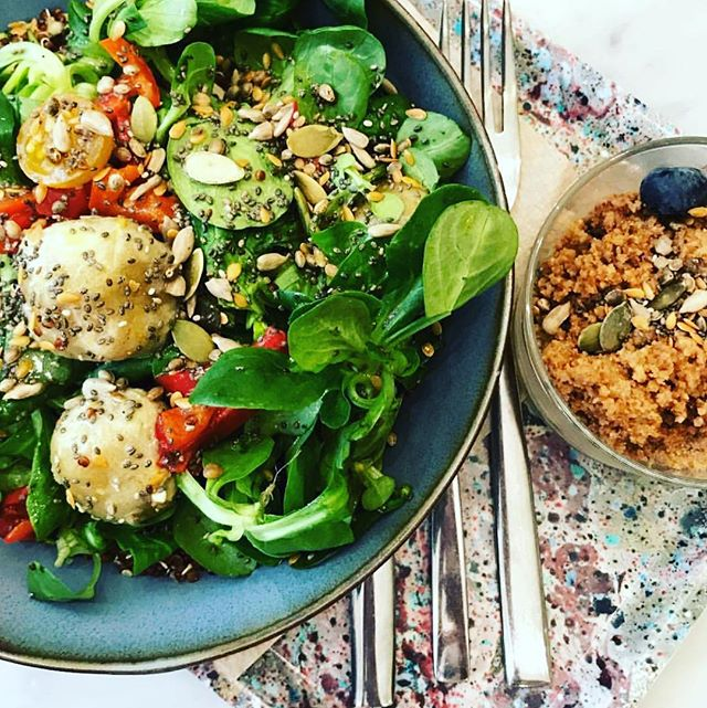 TASTY when it's tasty and colourful you know where you are 😏 tried our cashew and chive cheez balls yet ?  On fait le plein de couleurs et de saveurs ! En avant les cheez balls noix de cajou et ciboulette 😛 vs les avez essayé ? 📷 @saskia.anderson  #parisvegan  #plantbased  #maisiecafe  #whatveganseat