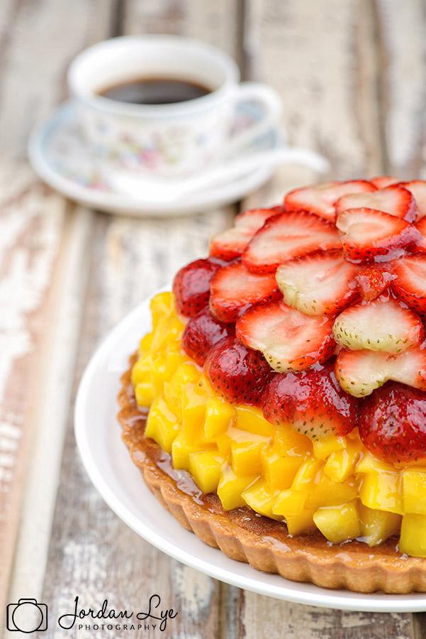 mango-strawberry-tart.jpg