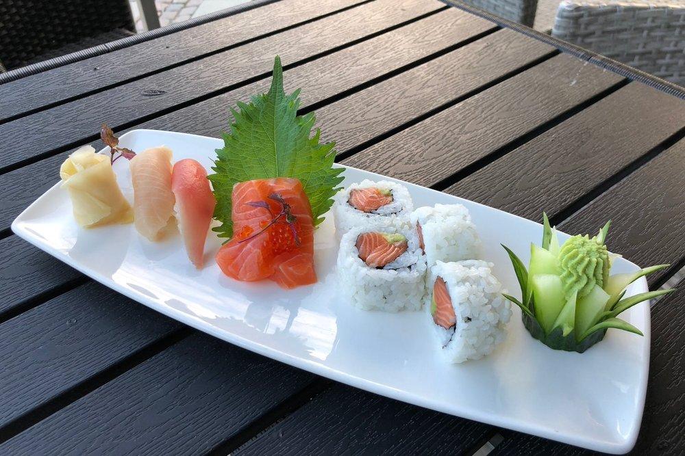 Sushi-mix (8 bitar) - Kr. 120,-
