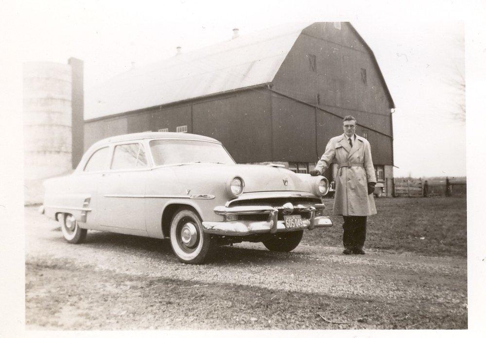 Bill Sinkins near Ford Car.jpg