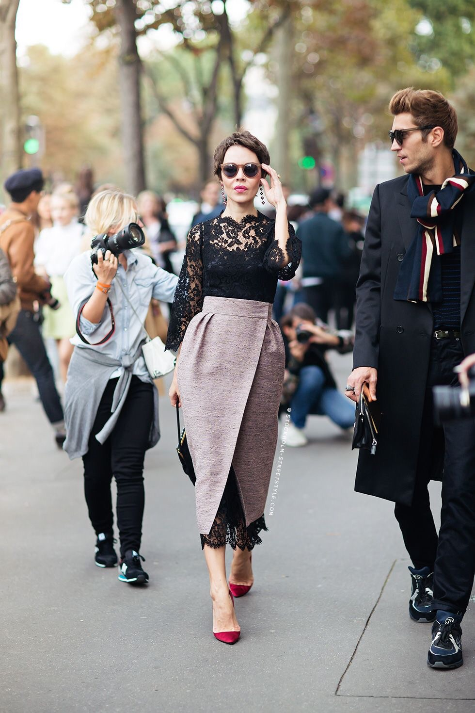 Well tailored, ready-to-wear runway fashion. Such beautiful lace with a scalloped edge detail. (Image Source: Bloglovin.com, Stockholm Street Style)
