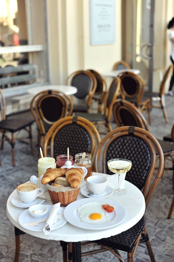Butters, fruit spreads, and croissants, and of course café. {Image Source: Foursquare}