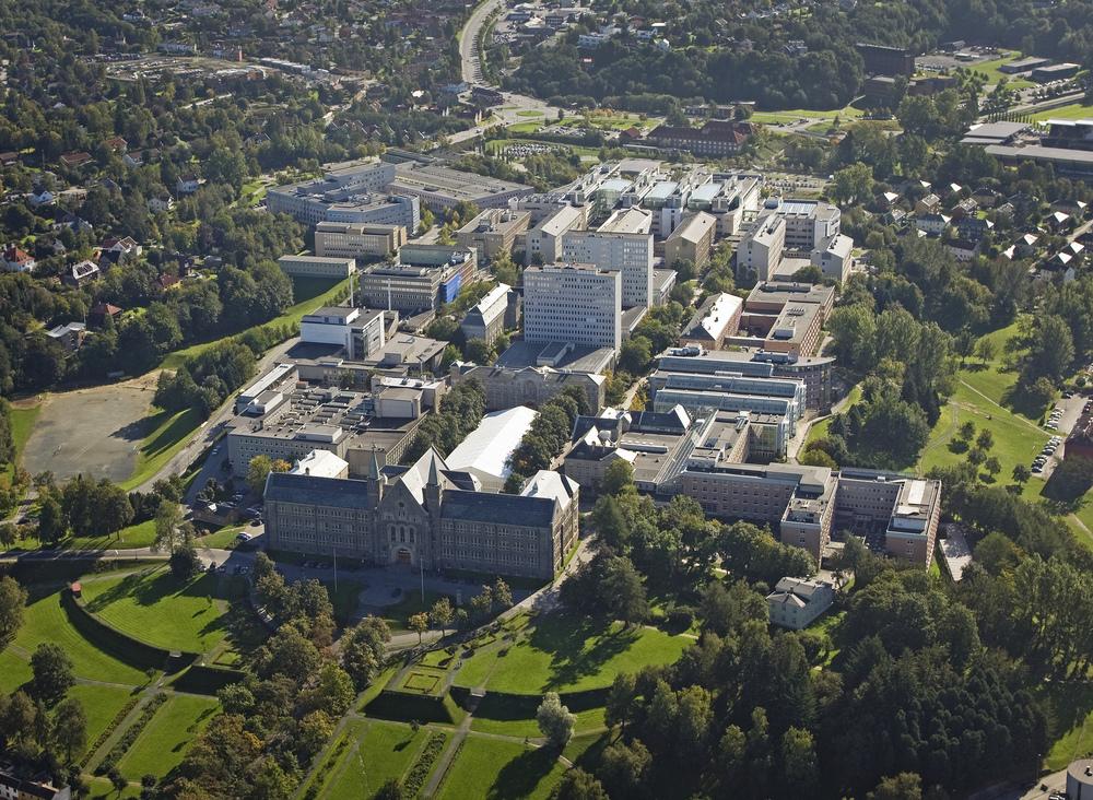 Flyfoto Gløshaugen 2009. Foto: Erik Børseth, Synlig design og foto AS, NTNU Info.