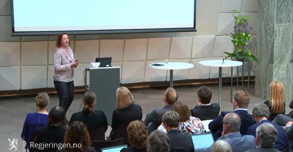 Bildet: Siri Hunnes Blakstad, ÅF holder innlegg om arbeids- og læringsformer.