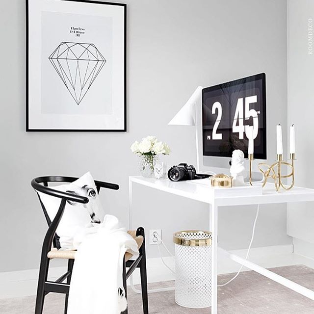 Your workspace is so important to keep you motivated!! Find more inspiration on pinterest.com/aspinstyleUK/work-space-inspiration 📷 @evablixman