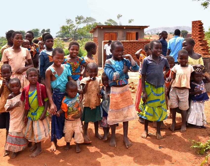 malawi children em.jpg