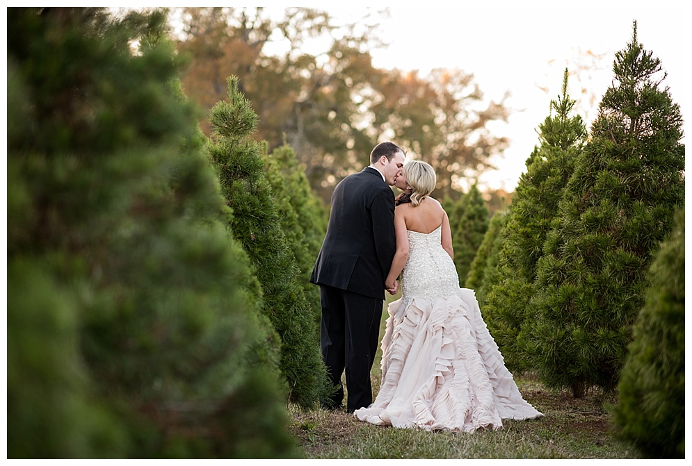 Emily_ChristmasTree_Farm_Arkansas_Wedding_Photographer_25.jpg