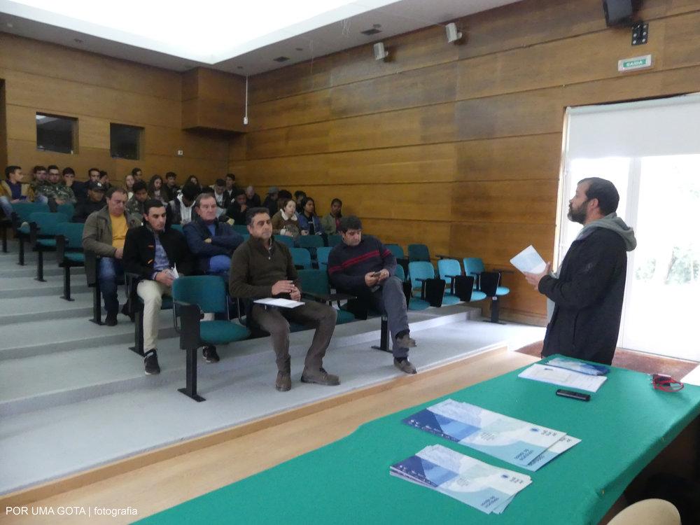"""Apresentação do concurso de ideias """"Uso eficiente da água numa exploração agrícola"""" na Escola Profissional de Agricultura e Desenvolvimento Rural de Carvalhais/Mirandela."""