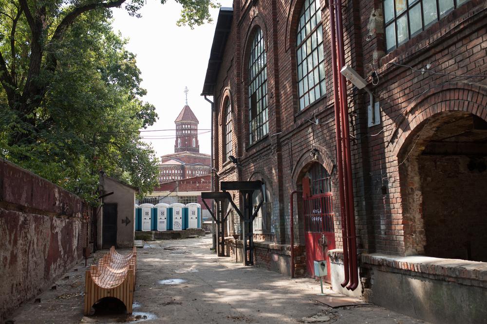 Bilde av Halele Factory Halls, industriområdet i Buchuresti som nå revitaliseres ved hjelp av kunst og kultur. Foto: Julie Lunde Lillesæter/Differ Media