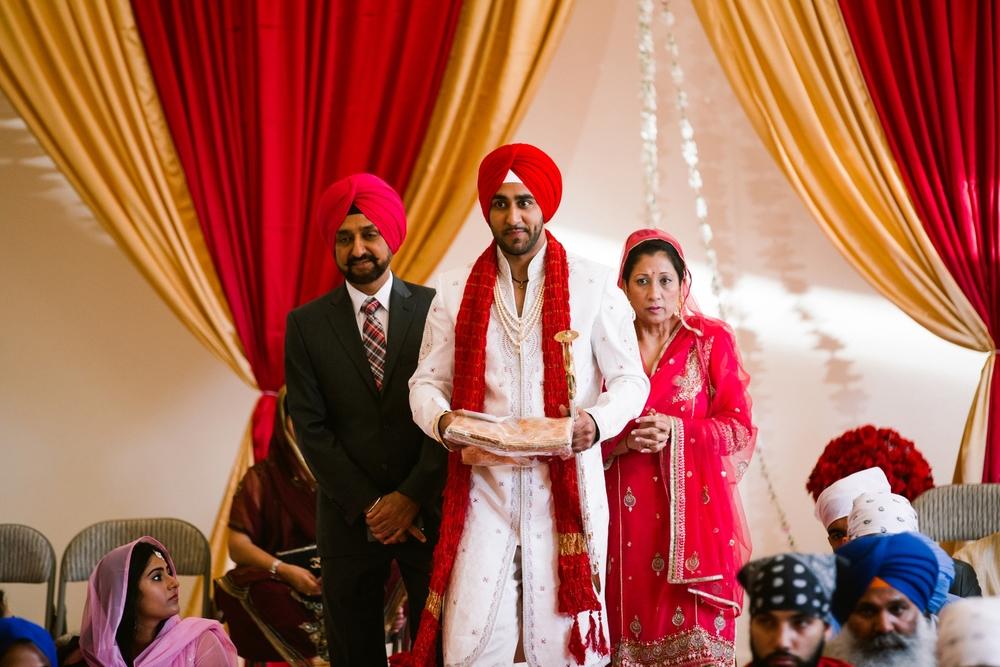 Sikh-wedding-Photographer-Meadowlark-Botanical-Gardens-Hilton-McLean-Tysons-Corner_0022.jpg