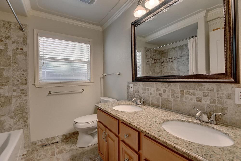 Hallway Bath.jpg