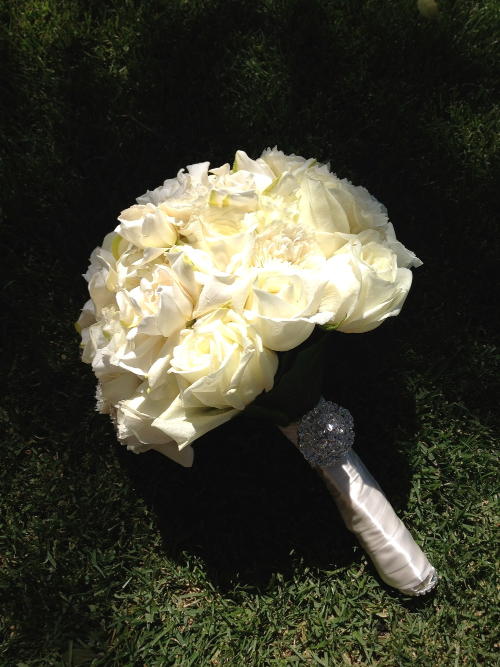 15. LS - white bouquet, white roses+gardenias bouquet, diamond accent bouquet, napa wedding, white wedding.jpg