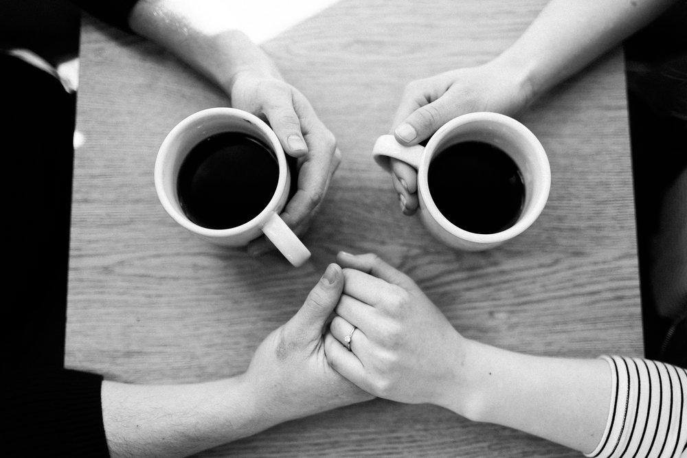 Des-Moines-coffee-shop-engagement-session-8.jpg