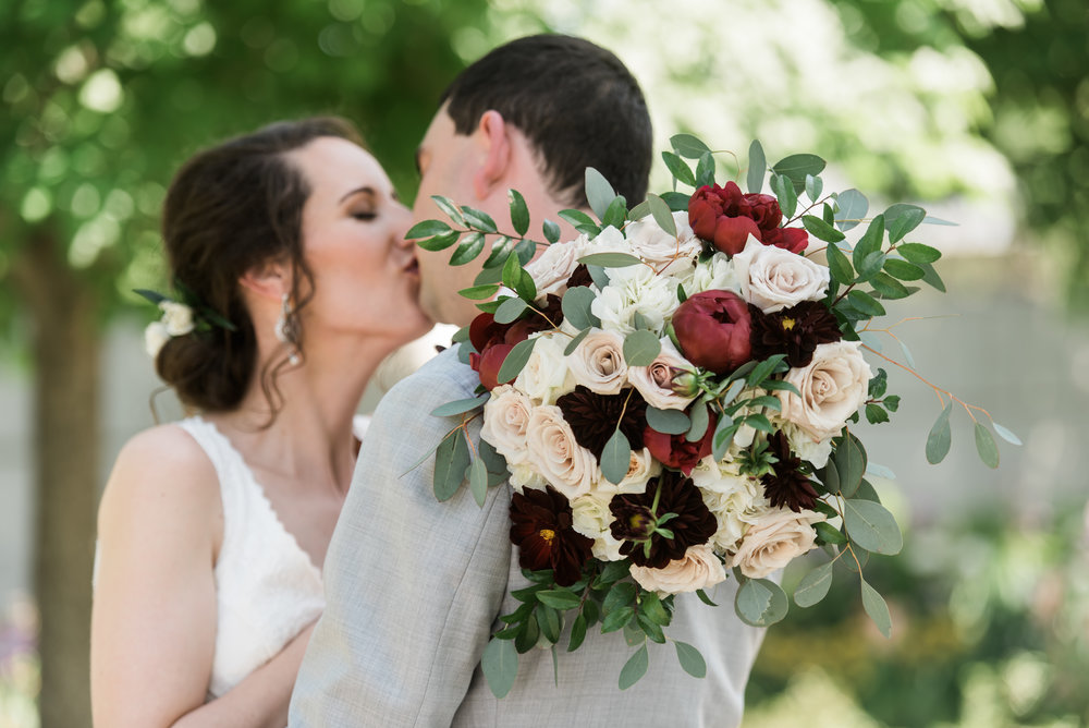 desmoinesbotanicalgardenwedding-29.jpg