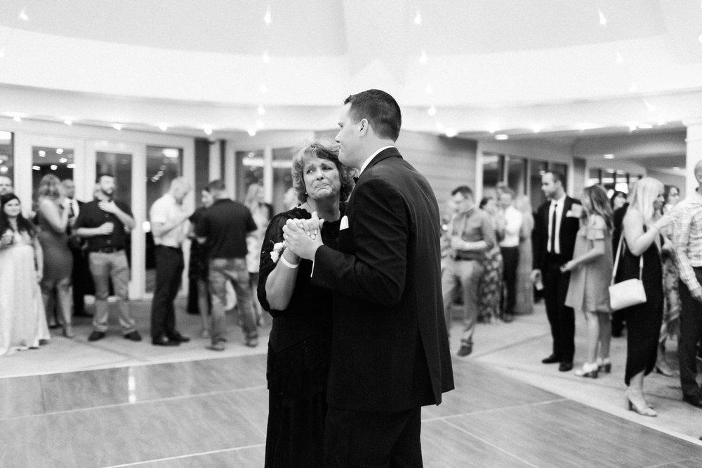 romanticoutdoordesmoineswedding-74.jpg