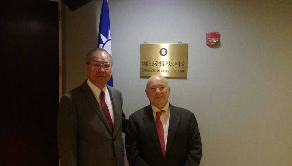 Director General Philip Wang of the Taipei Economic and Cultural Office in Miami with Frank Calzon, executive director of the Center for a Free Cuba. Mr. Calzon congratulated Director General Wang on the recent elections in Taiwan and the development of a prosperous, multiparty democracy on the island.