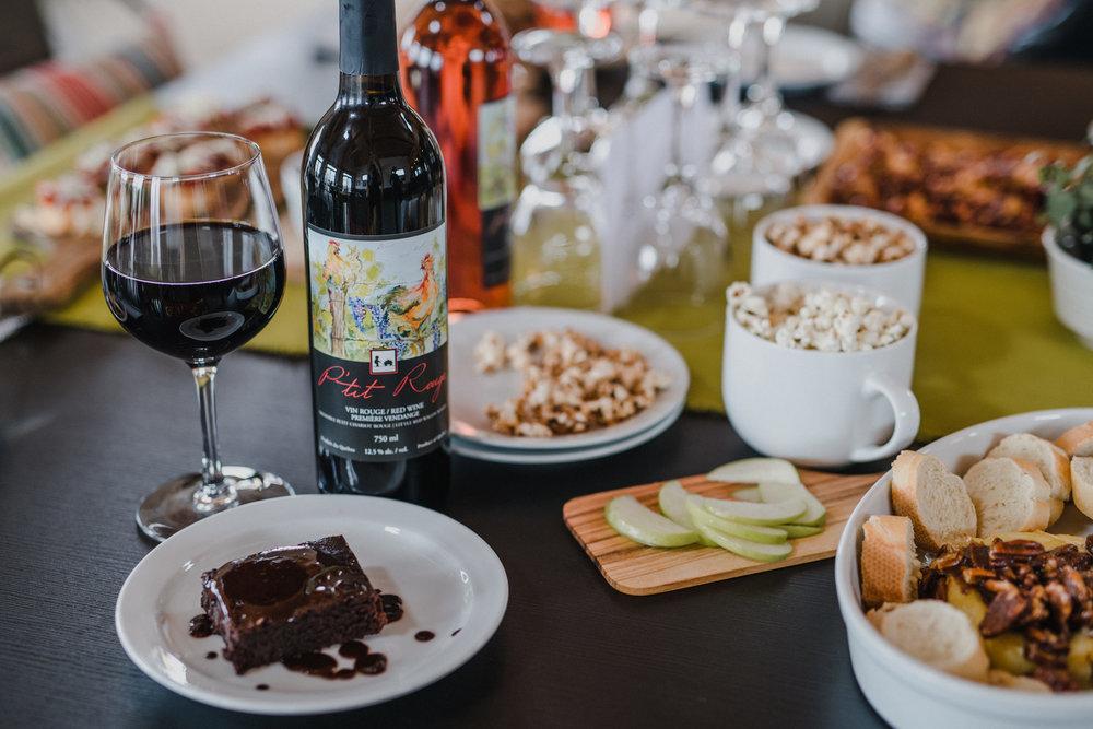 Vin Local dans la Vallée d'Ottawa - Découvrez le charm rural au Petit Chariot Rouge et ses excellents vins!