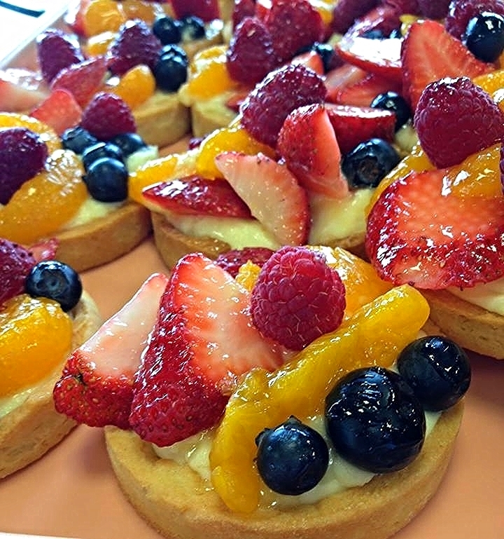 "img src=""www.boosalisbakeryandcafe.jpg"" alt=""fruittart2"".jpg"