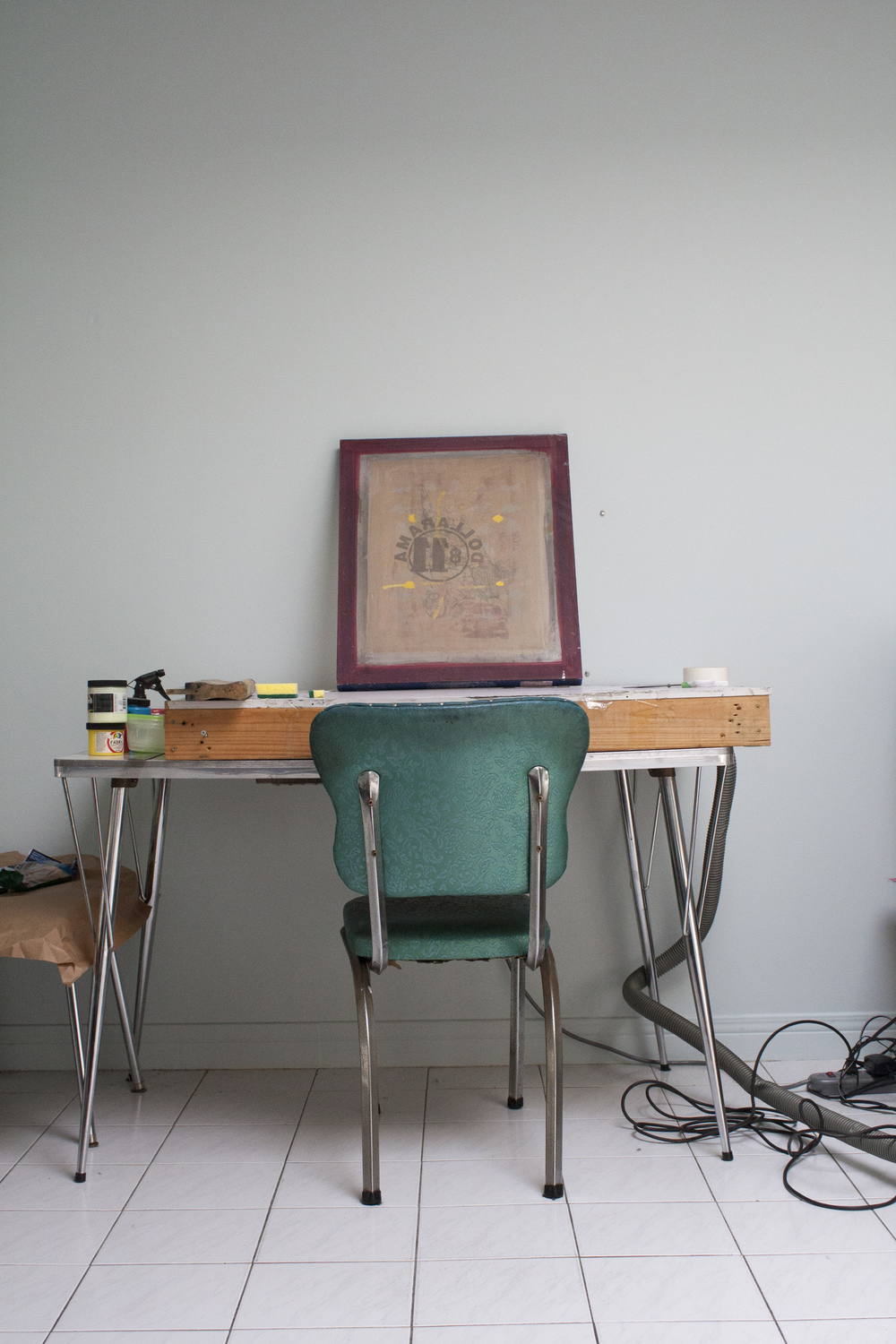 Vacum table which jamiyla rigged up herself for silkscreening