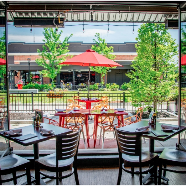 A beautiful day on the patio is guaranteed to cure any case of the #MondayBlues. ☀ Swipe left for our new lunch menu!