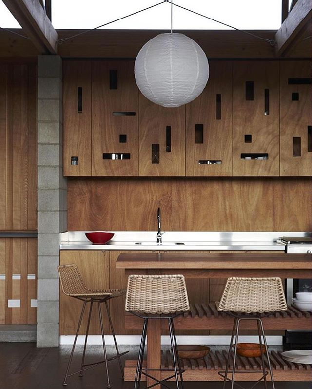 Borrowed from @dwellmagazine, this awesome kitchen by Herbst Architect designed out of necessity. Because of a lack of central power in a region of New Zealand, appliances are kept to a minimum. #kitchen #interior #moderndesign #minimal #modern #dwell  Photo: Jackie Meiring