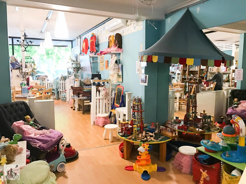 Mamma Knows East - Cafe Kids Boutique