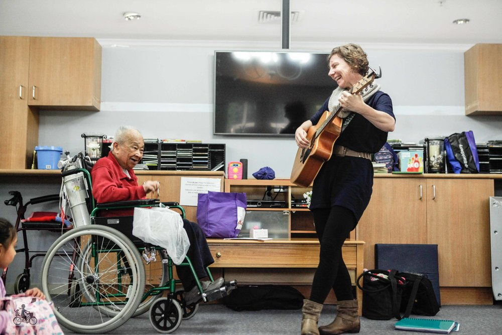 Mamma Knows East - Intergenerational Music Playgroup Carousel Therapy