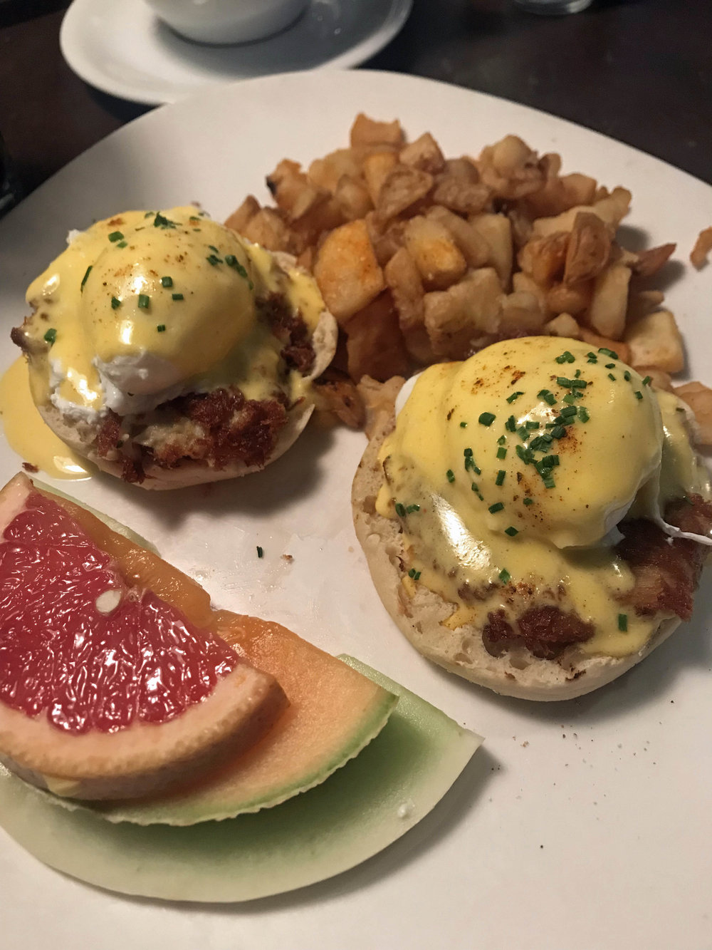 5 Reasons to Staycation in MD - City Cafe Baltimore | Pish Posh Perfect