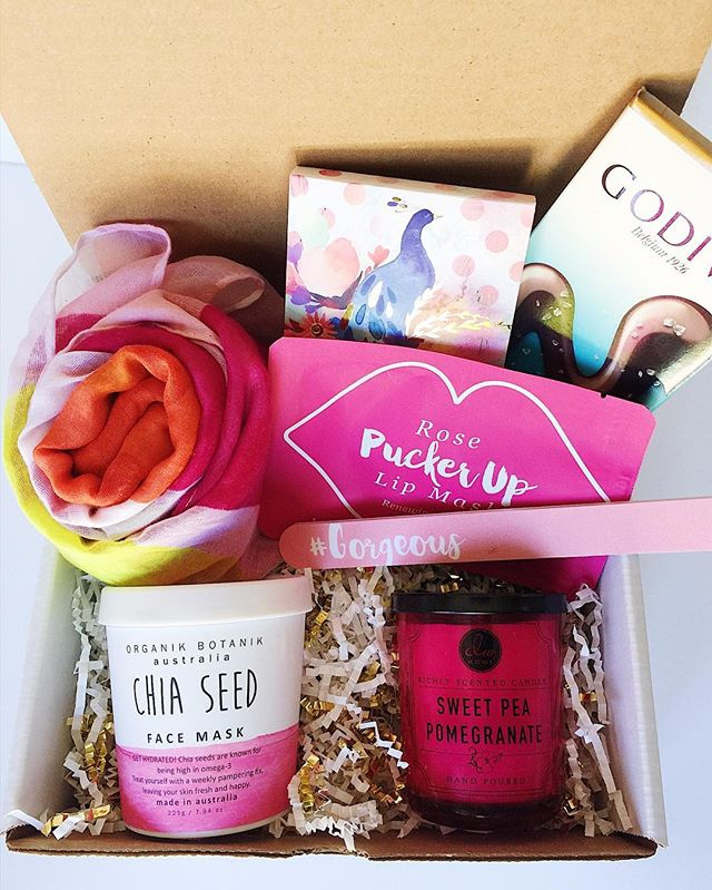 Pucker up buttercup! 💗💋🌼 Pretty boxes for pretty Thursday's!
