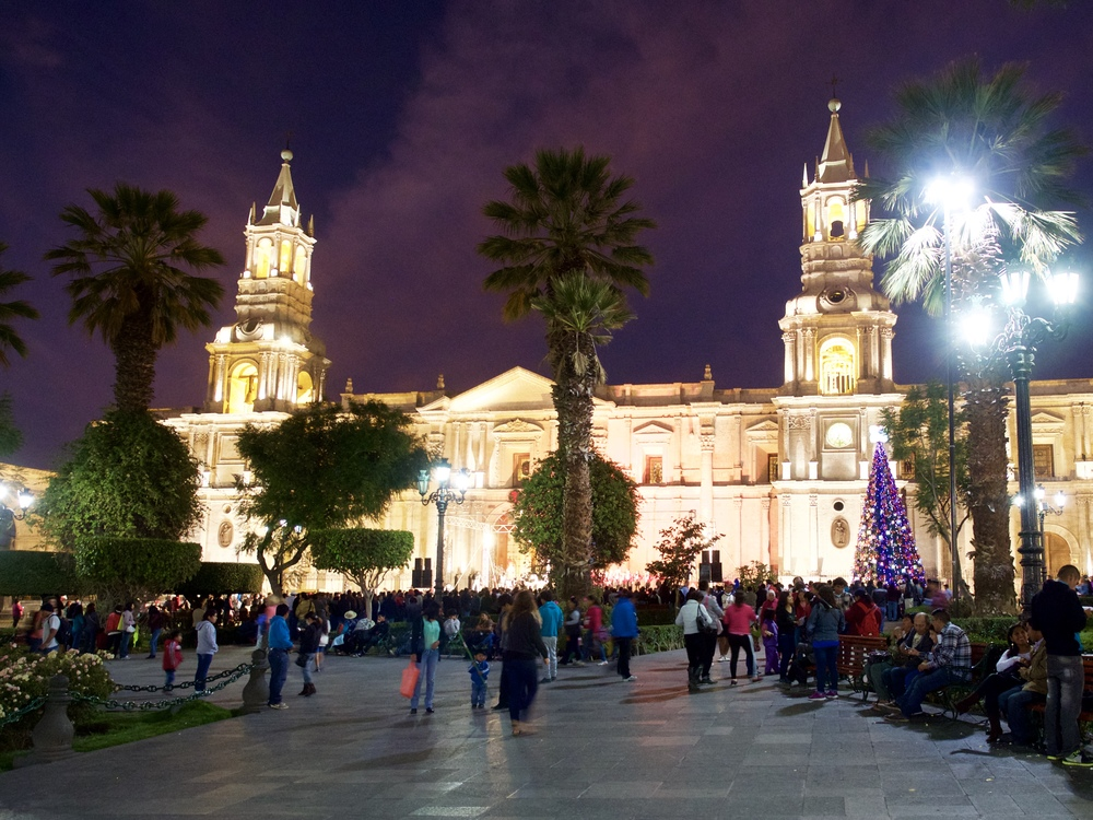 Watching the Christmas carolers in the Plaza de Armas.