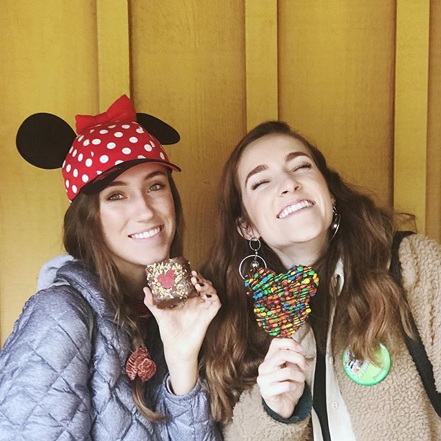 have you seen our Disneyland vlog yet?? head over to our YouTube channel for some good family fun paired with some fresh fits and satiating snacks. 🍭