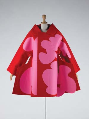 4 Transcending fashion: Japanese design and 'Future Beauty' - ALISON KUBLER    Comme des Garçons (Rei Kawakubo),  Autumn/Winter 2012–13;  collection: Kyoto Costume Institute; photo: Masayuki Hayashi