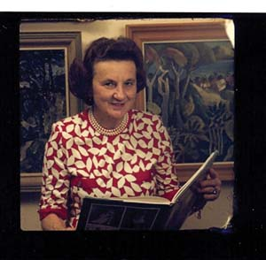 5 Lady Sheila Cruthers (1925–2011): JOHN CRUTHERS   Lady Cruthers giving a talk on women's art in New York in about 1987, reading from Janine Burke's book Australian women artists 1840-1940