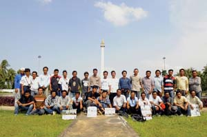 9 Recapturing Monas and Us ARDI YUNANTO   Photographic mirror; a photo of the photographers at Monas, with the 'photographed' behind. Photograph by Ardi Yunanto, 2011.