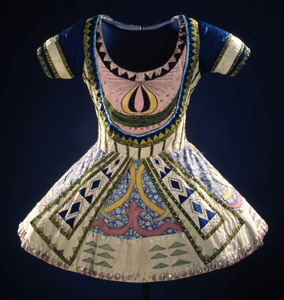 6 Art, Fashion and Performance: The Ballets Russes ADAM GECZY Léon Baskt, Tunic from costume for the Blue God, c. 1912, from Le Dieu Bleu, Collection: National Gallery of Australia, Canberra, purchased 1987.