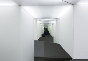 9 Spaces for reflection: Natasha Johns-Messenger at Heide: Sophie Knezic,  Melbourne    Natasha Johns-Messenger,  Enfolder , 2016, installation view, Heide Museum of Modern Art, Melbourne, 2016; image courtesy the artist and Heide Museum of Modern Art, Melbourne; photo: Christian Capurro