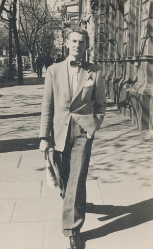 10. Brian Finemore 1925 - 1975: The first Australian art curator by  IAN MACNEILL    Brian Finemore, debonair in Collins Street, Melbourne, late 1950s.