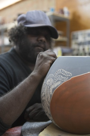 6 Clay Bosses: Indigenous Potters at the JamFactory, Hannah Kothe, Pukatja Derek Jungarrayi Thompson in the Studio; iage courtesy the artist and ernabella Arts, Pukatja