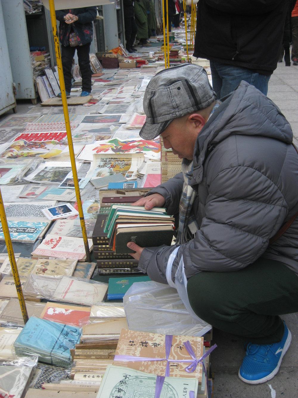 4 writing their own history; yang zhichao's  chinese bible : Michael young   Yang Zhichao, Panjiayuan flea market, Beijing, January 2015; photo: Michael Young