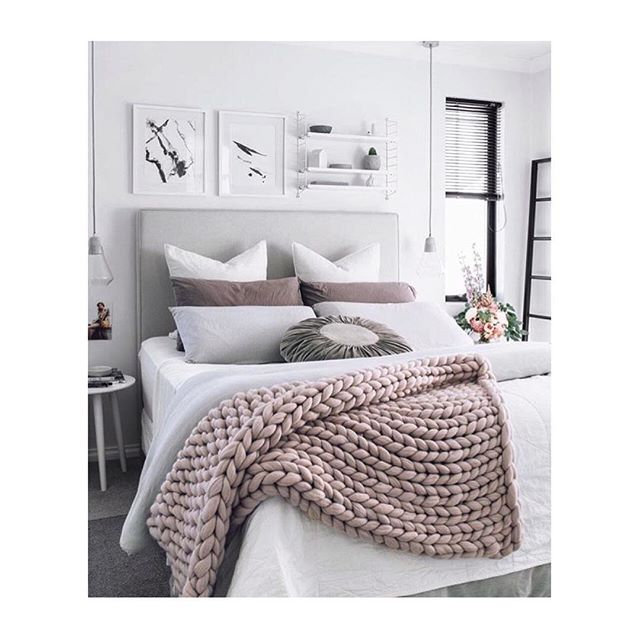 Hump day style inspo from @oh.eight.oh.nine. Loving this cosy bedroom and those glass pendants above the bedside tables💡#scandidecor #styleinspiration #lighting #glasspendant #pendantlight #lighting #homedecor #scandinaviandesign #hanginglights #bedroom #homestyle #modernlighting