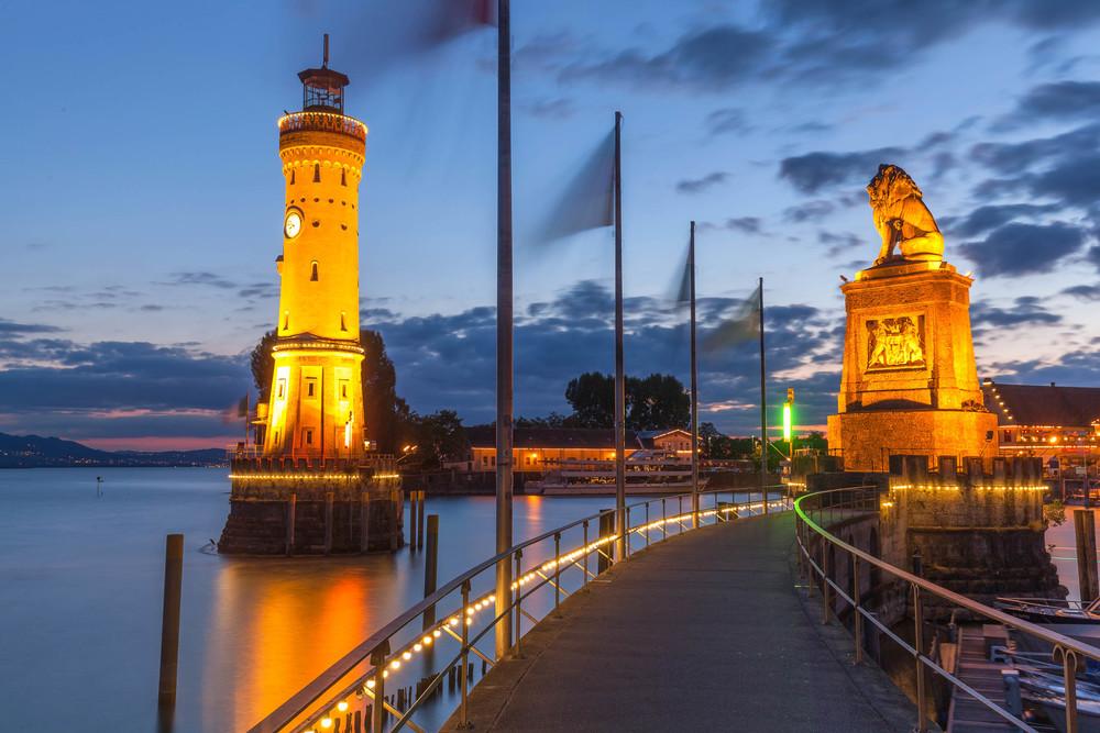 Lighthouse and lion, Lindau harbour - Insel Hostel LIndau